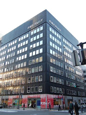 路面ではスーモとのコラボで「SUUMO cafe」を展開中のヒューリック銀座7丁目ビル