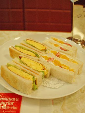タマゴサンドと、フルーツサンドの組み合わせ