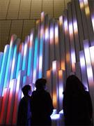ソニービル「愛の泉」が点灯-募金でイルミが変化、毎時演出も