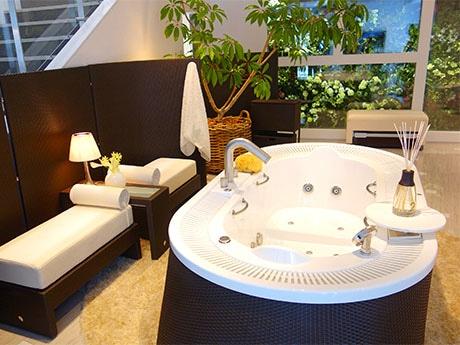 LIXIL:GINZA1階「レセプションフロア」に展示されている「JAXONの浴槽」
