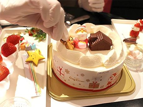 ケーキの土台に、イチゴや砂糖菓子などの「デコレーションキット」を自由に飾れる「パーティーデコレーション」