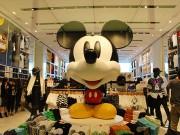 ユニクロ銀座店にスペシャルフロア 「大人ディズニースタイリング」提案