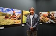 キヤノンギャラリー銀座で冬虫夏草を採るチベットの家族を追った写真展