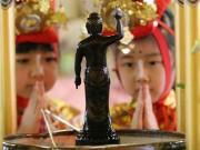 築地本願寺で釈迦の誕生を祝う「はなまつり」 稚児行列がパレード