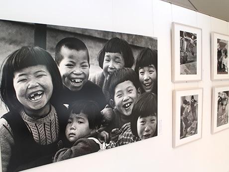 「土門拳写真展 昭和のこども」の展示の様子