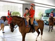 国際フォーラムで「丸の内キッズジャンボリー」 真夏の雪合戦や乗馬体験も