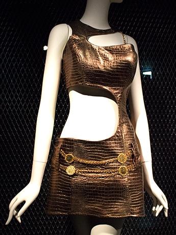 ビヨンセさんがデスティニーズ・チャイルドのミュージックビデオで身に着けた衣装