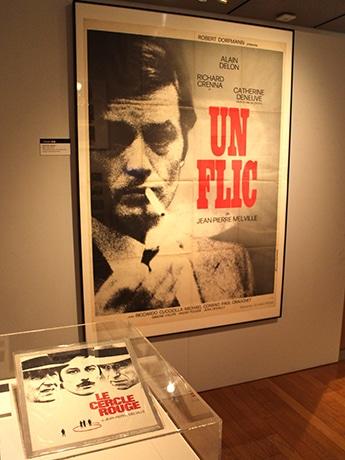 「生誕100年 ジャン=ピエール・メルヴィル、暗黒映画の美」の展示風景