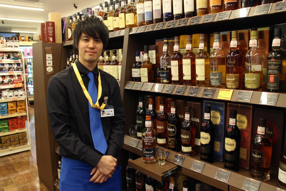 「リカーマウンテン銀座777」の新美剛志店長
