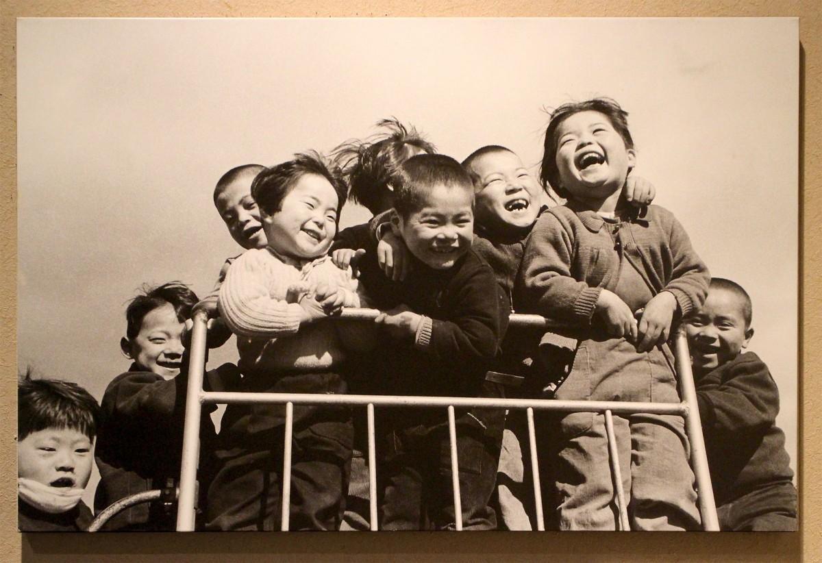 「齋藤利江 写真展『昭和の子どもたち』」で展示中の作品