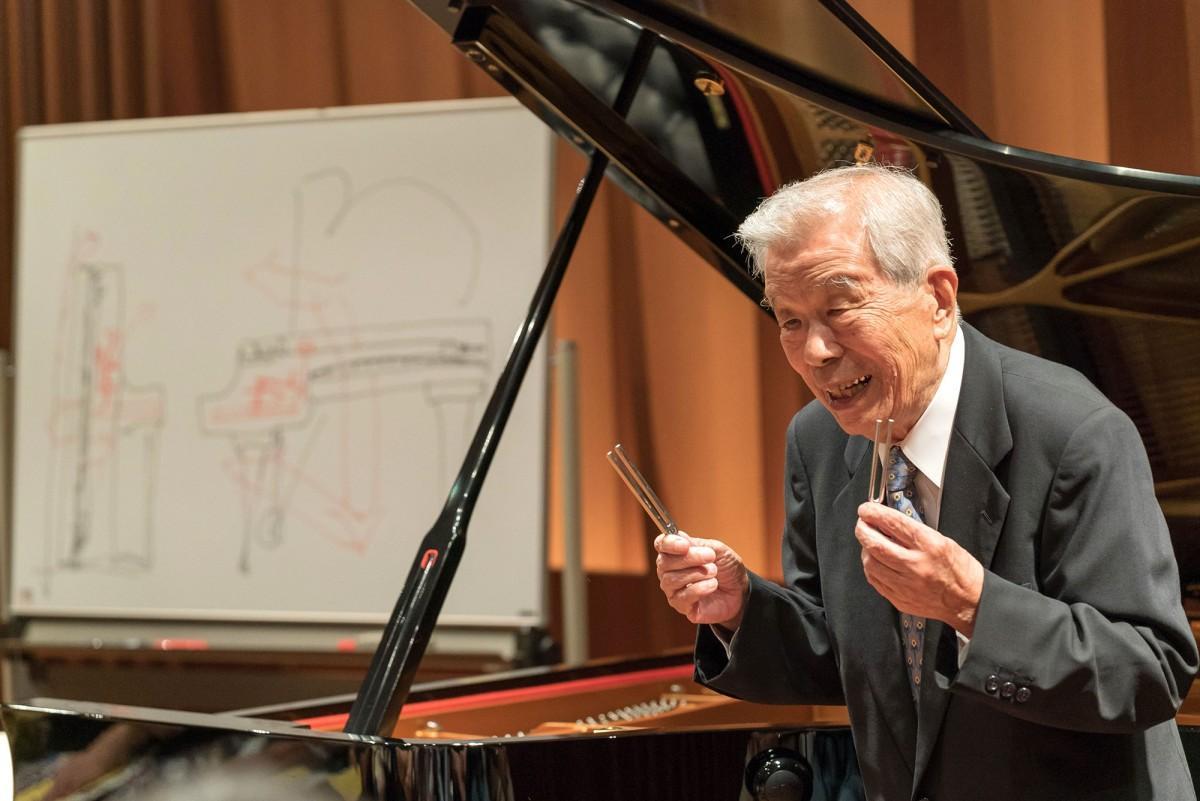 ピアノ調律師の村上輝久さん