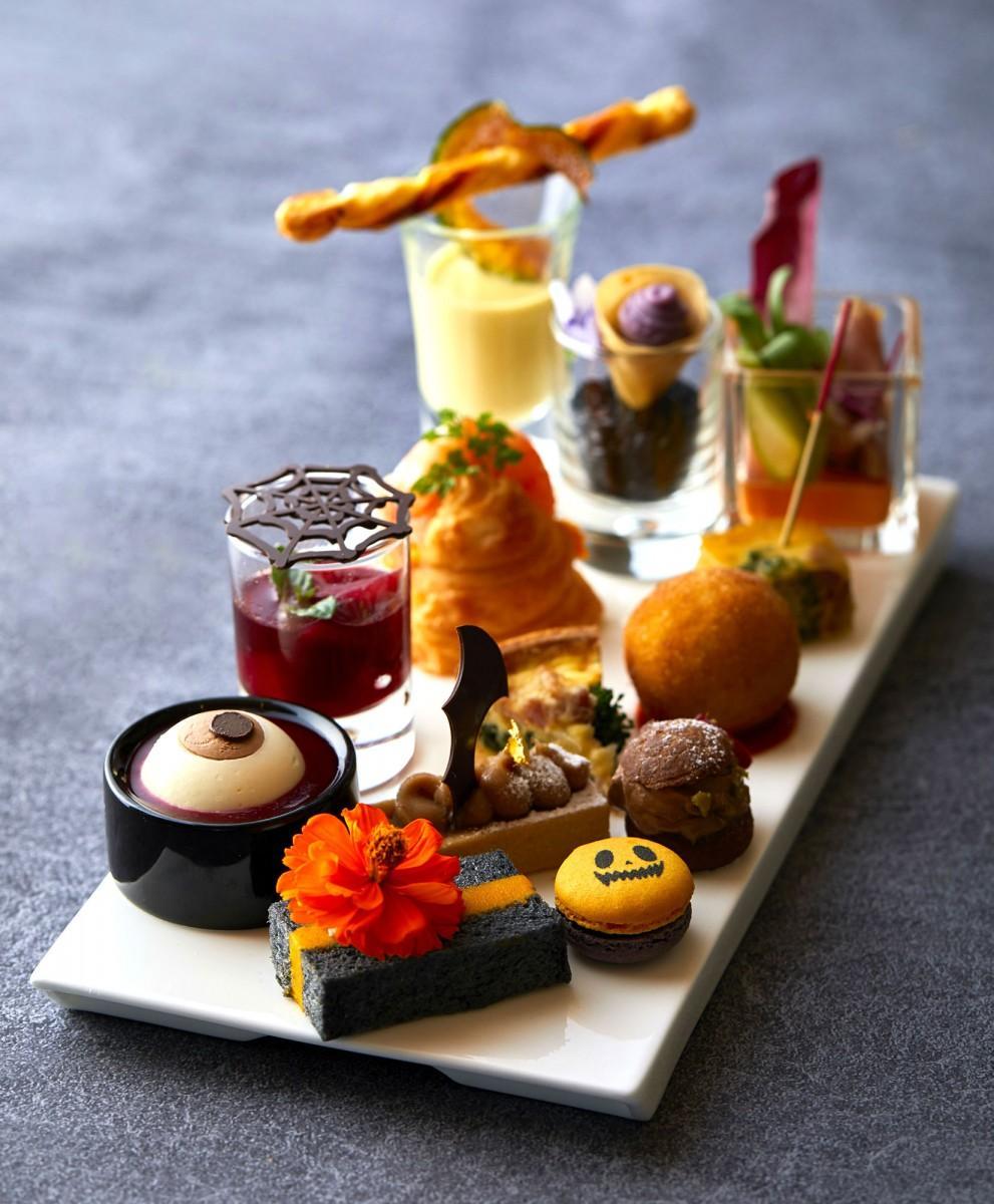 「ハロウィンアフタヌーンティ」の軽食とスイーツ