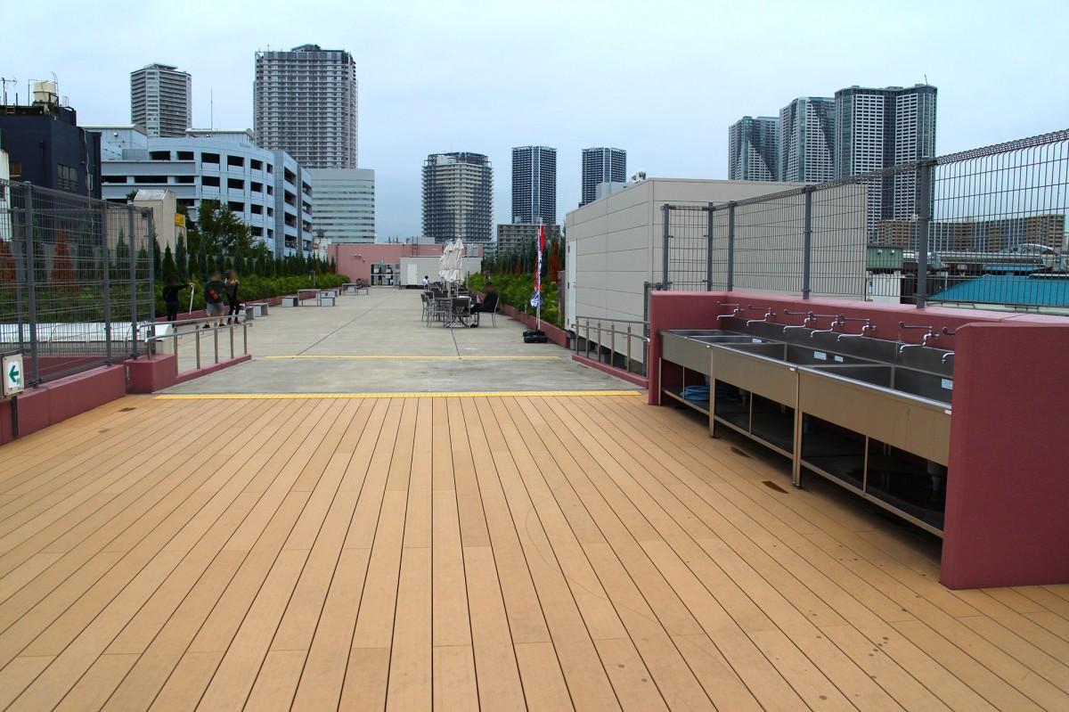 「築地バーベキュー」が開催される「築地魚河岸」(海幸橋棟)の屋上広場