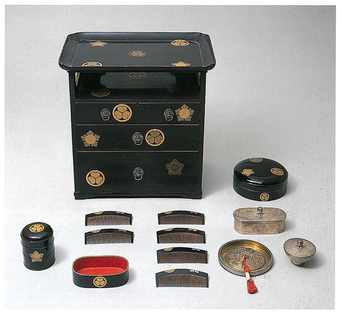 和宮婚礼道具「櫛台」(徳川記念財団蔵)
