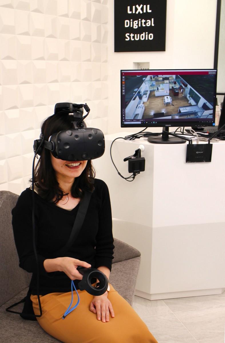 「LIXIL Digital Studio GINZA」でのVR体験の様子