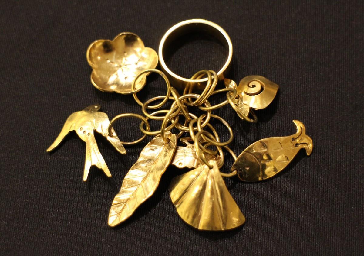 「金細工展 -沖縄の文様-」で販売する「房指輪」
