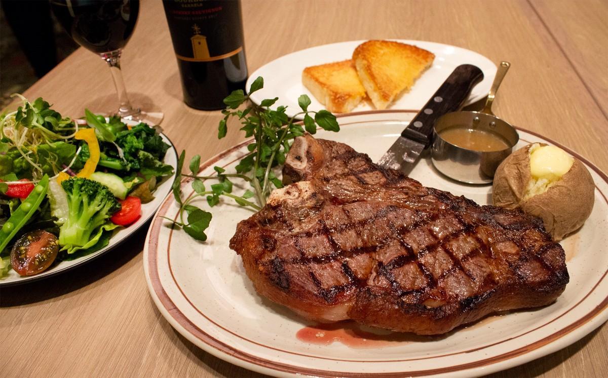 「シズラー東京国際フォーラム店」で提供する「Lボーンステーキ」