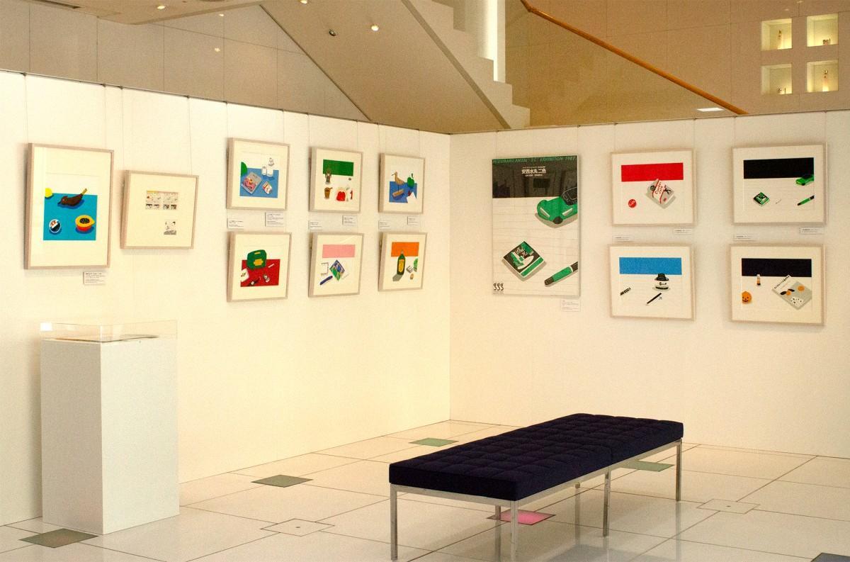「安西水丸展 1本の水平線」の展示風景