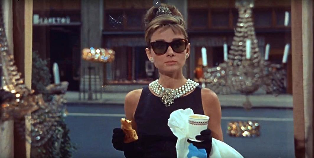 「ティファニーで朝食を」のワンシーン