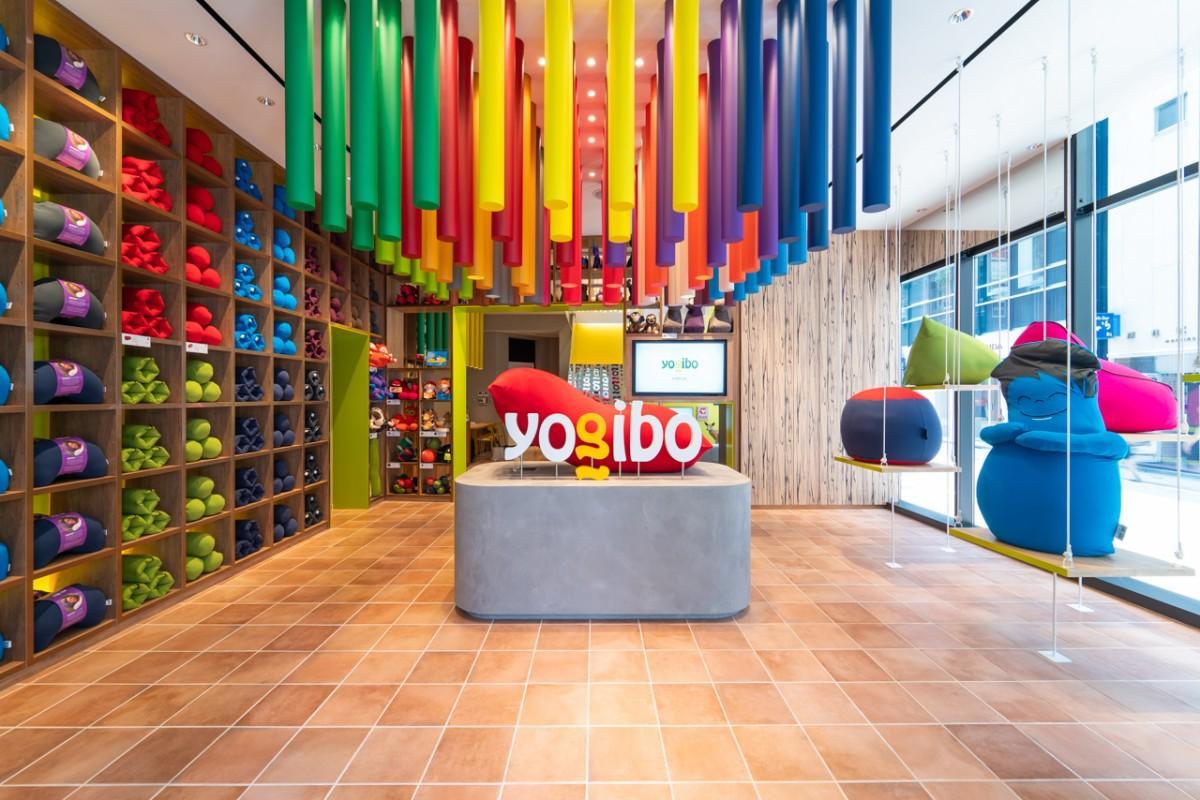 「Yogibo Store 銀座1丁目柳通り店」の1階の様子