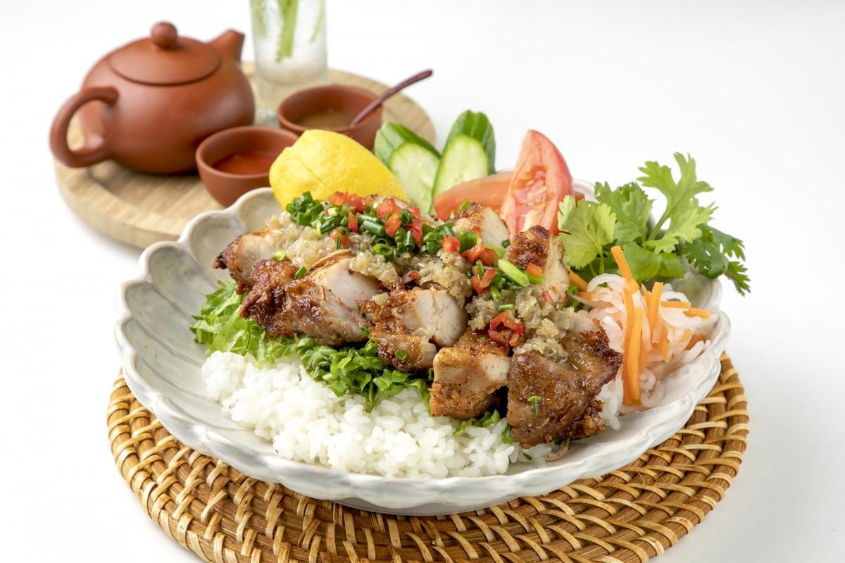 「ヴェトナム・アリス」で提供する「鶏肉のレモングラスご飯」
