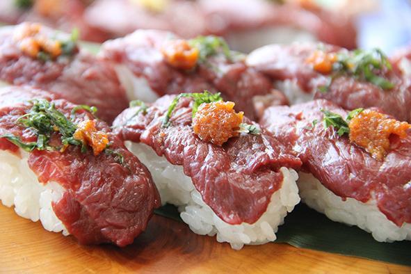 福島県会津坂下町(あいづばんげまち)の「桜肉のにぎり」