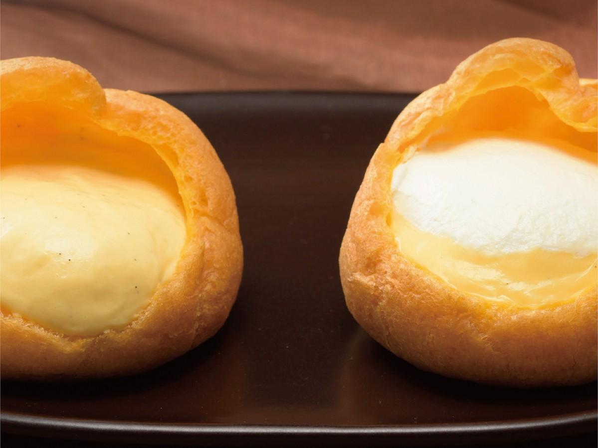 「ジャンボシュークリーム(カスタード)」(左)と「ジャンボシュークリーム(ホイップ&カスタード)」(右)