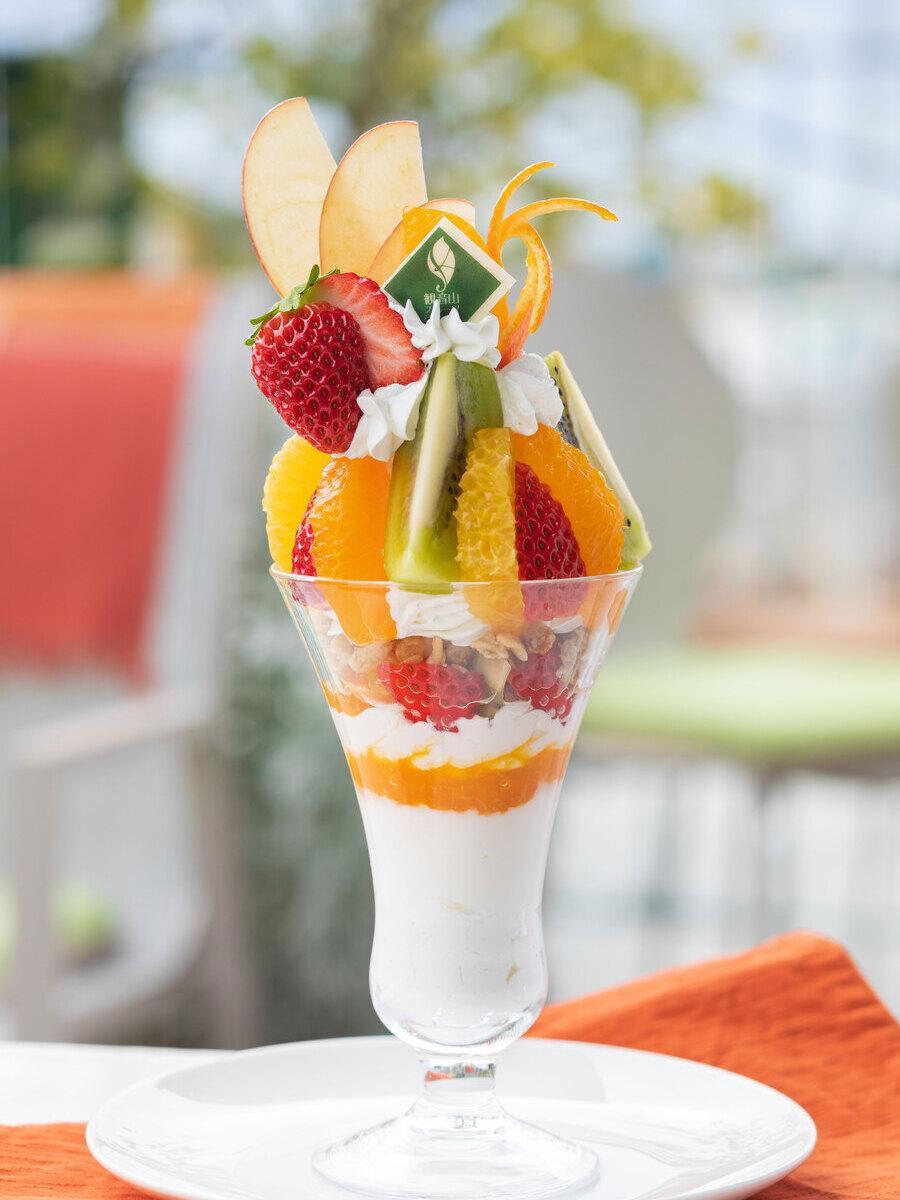旬とともにフルーツが変わる「和歌山県産旬フルーツの農園パフェ」