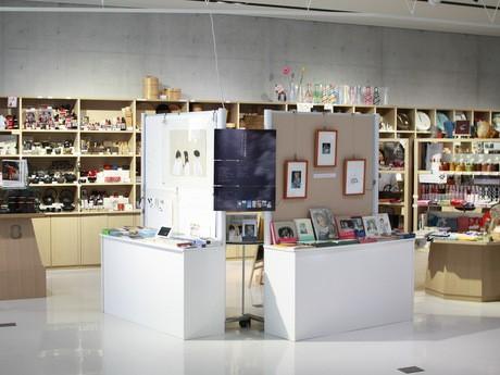 原画展では松本大洋さんと酒井駒子さんの作品が展示される