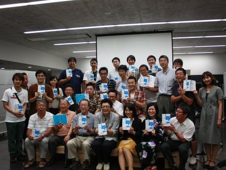 「コンセプトのつくりかた」出版記念で開かれた講演会・パーティー。約50人が集まった