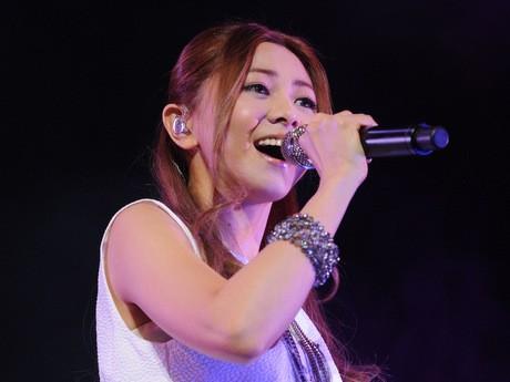 「復興応援コンサート」で熱唱する倉木麻衣さん
