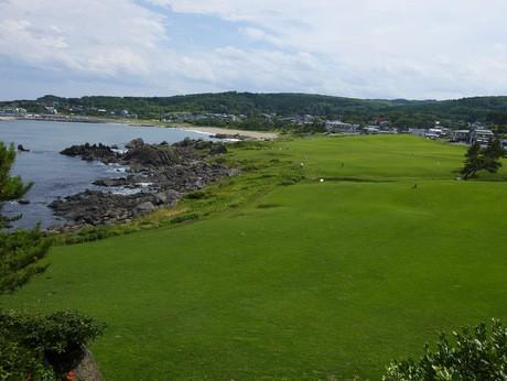 海岸線近くまで天然の芝生が広がる種差海岸