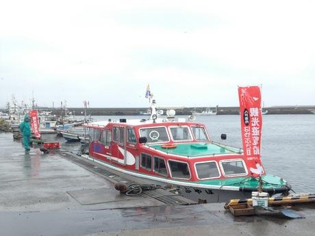 八戸観光遊覧船はやぶさII号は、八戸港を40分かけて周遊する