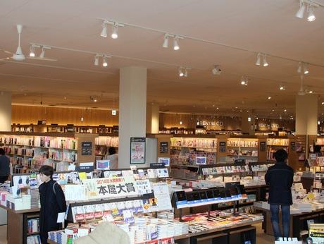 八戸市内最大級の品ぞろえの「TSUTAYA八戸ニュータウン店」