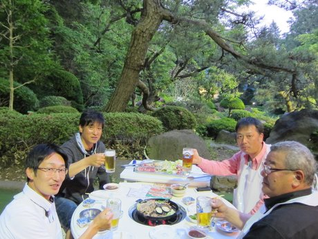 日本庭園を眺めながらビールを楽しめる