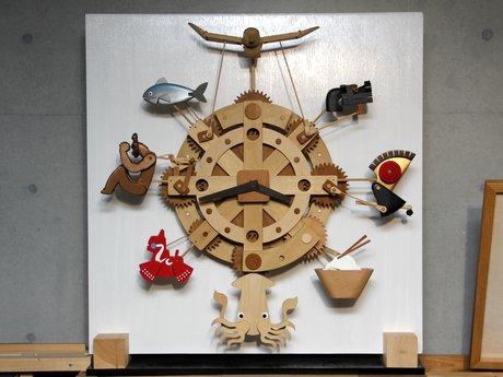 「アリスと時間のアート展」に出張展示している「からくり時計 八戸」