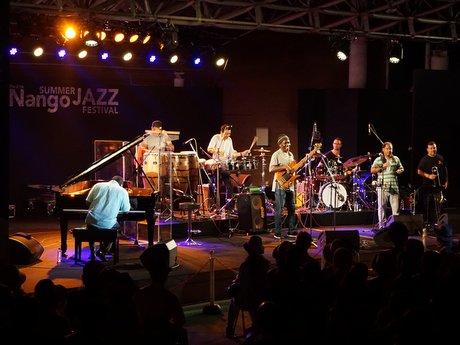 南郷サマージャズフェスティバルで2000人の観客が酔いしれた