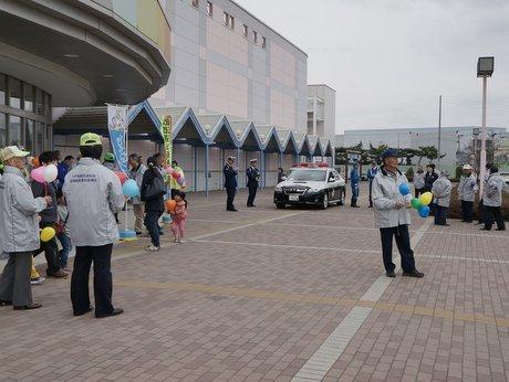 八戸「ピアドゥ」で行われた交通安全啓発活動