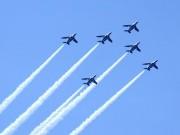 八戸でブルーインパルスが記念飛行 市政施行88周年を祝福