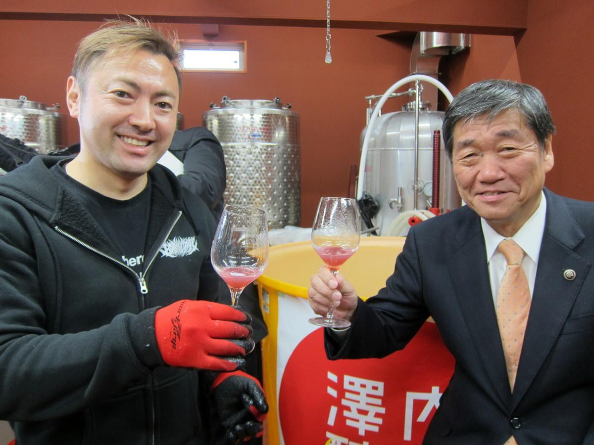 八戸産ワインの製造作業始まる