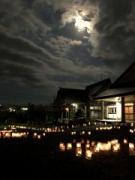 八戸の三嶋神社で廃油利用手作りキャンドルナイト 今年最大の満月の夜に