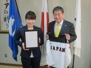 女子アイスホッケー競技の中村亜実選手が八戸市スポーツ大使に