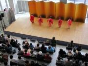 八戸中心街「はっち」で日本舞踊発表会 親子で練習の成果披露