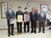 八戸工大一高が全国高校ボウリング大会2連覇 優勝を市長へ報告