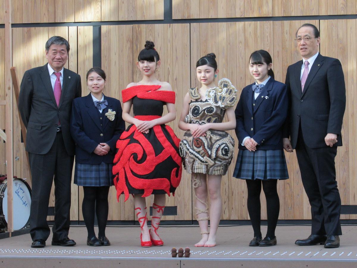 縄文ファッションショーの様子