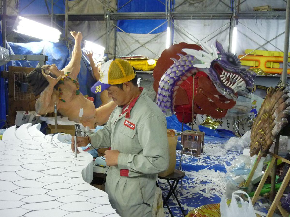八戸三社大祭の山車製作の様子