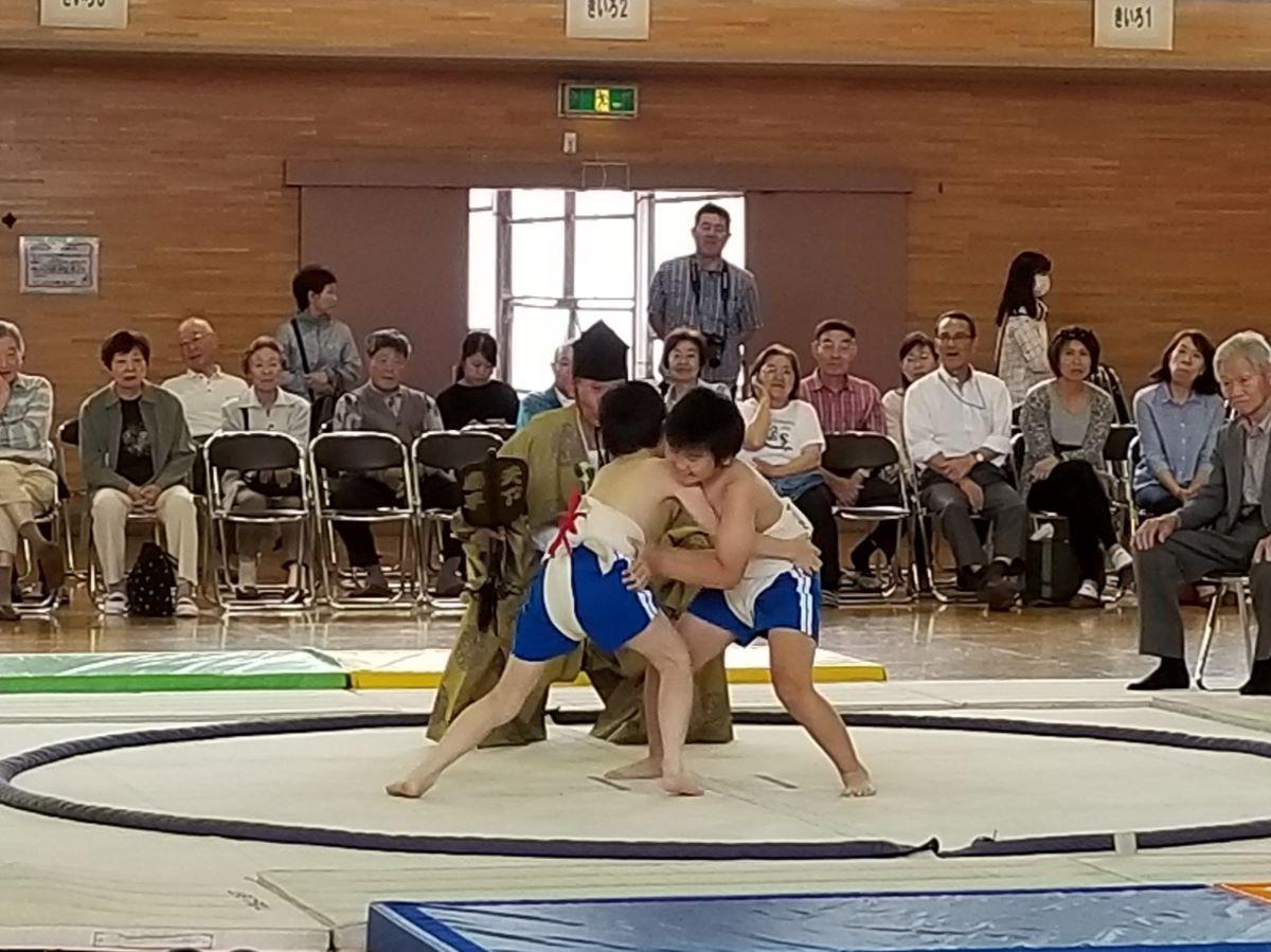 「校内相撲大会」の様子