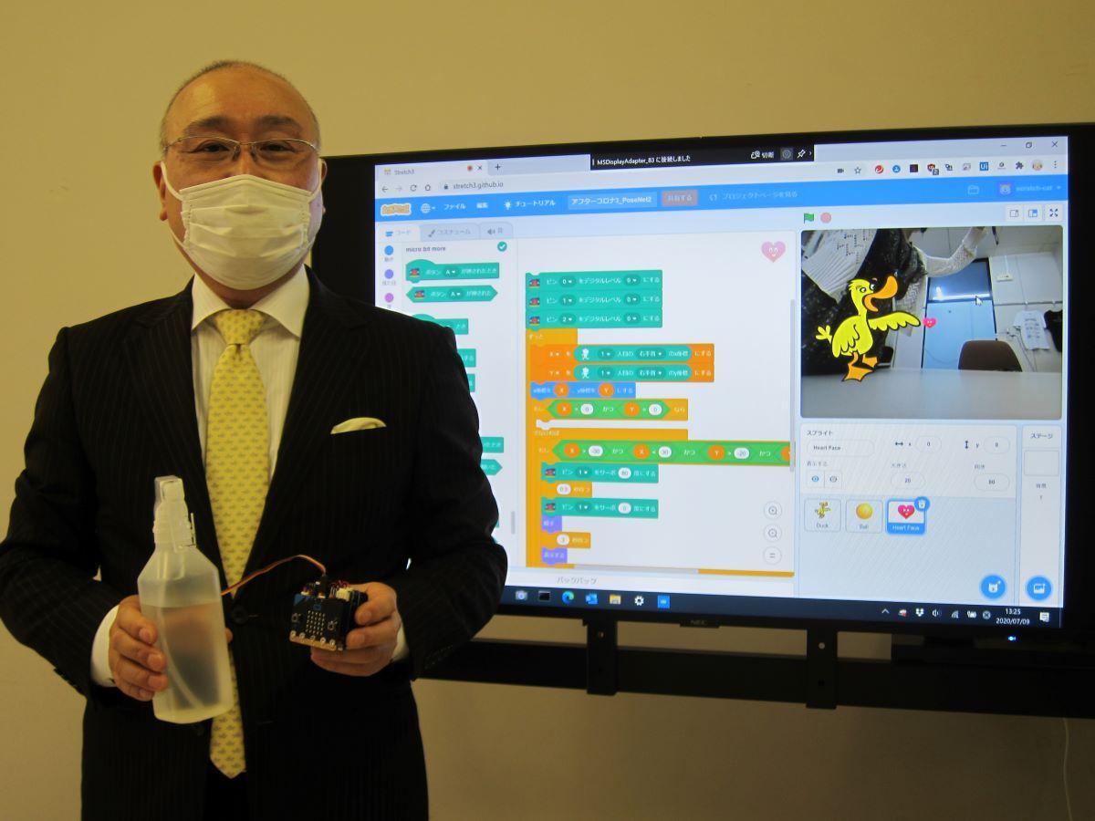 ロボットを開発した本波洋講師
