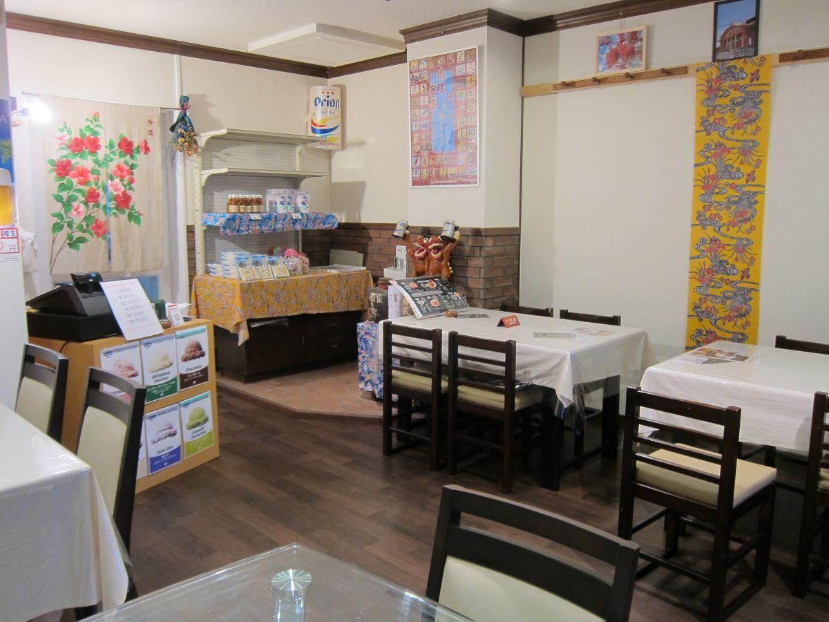 「琉球カフェ ちゅら亭カフェ」の店内