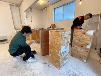八戸工業大学学生が卒業制作を公開制作 空き家活用プロジェクトの一環